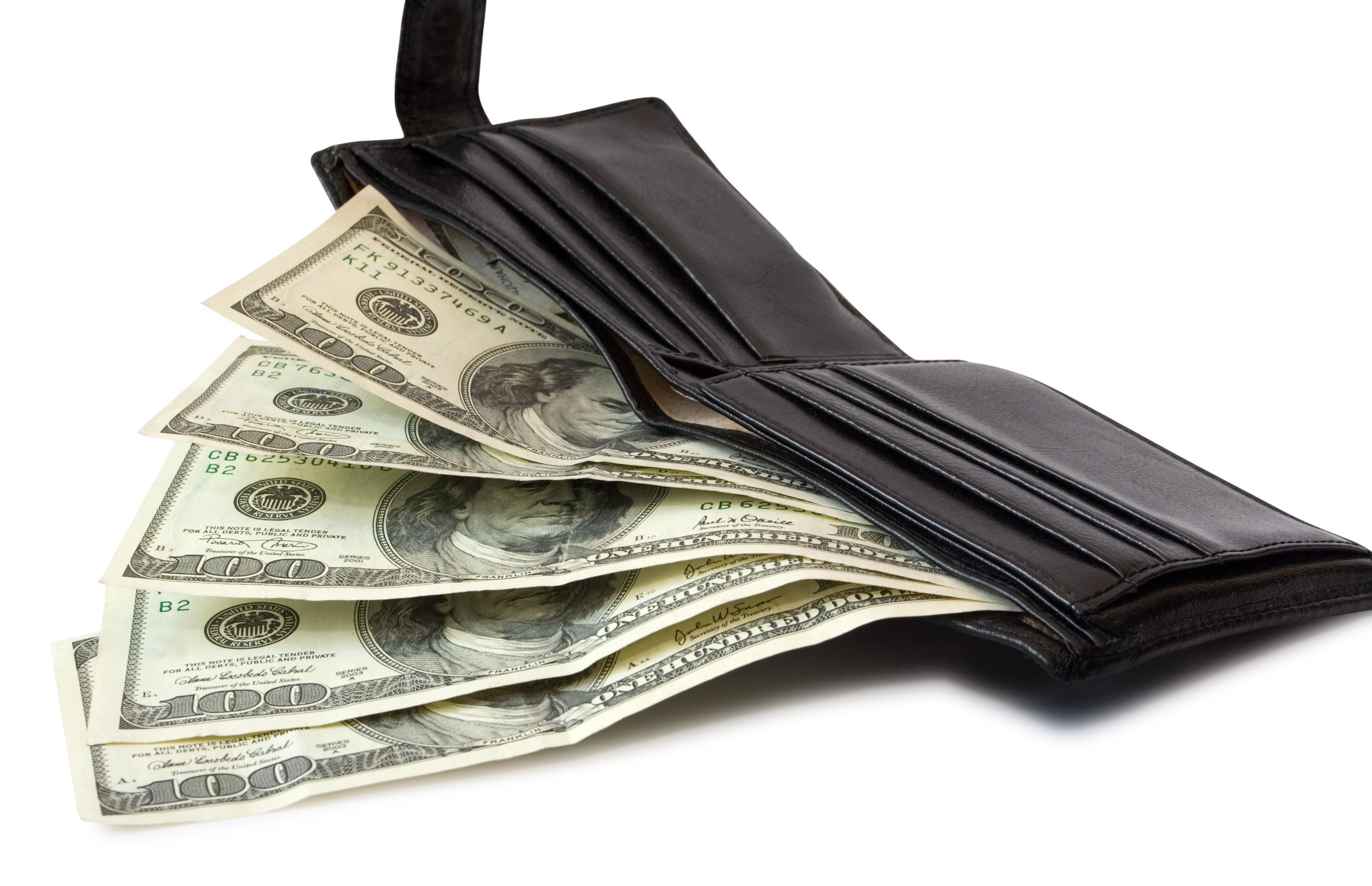 Кошелек черного цвета для привлечения денег