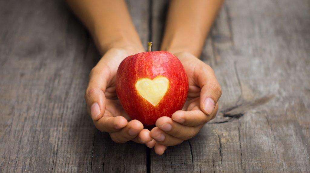 Приворот женатого мужчины на яблоко