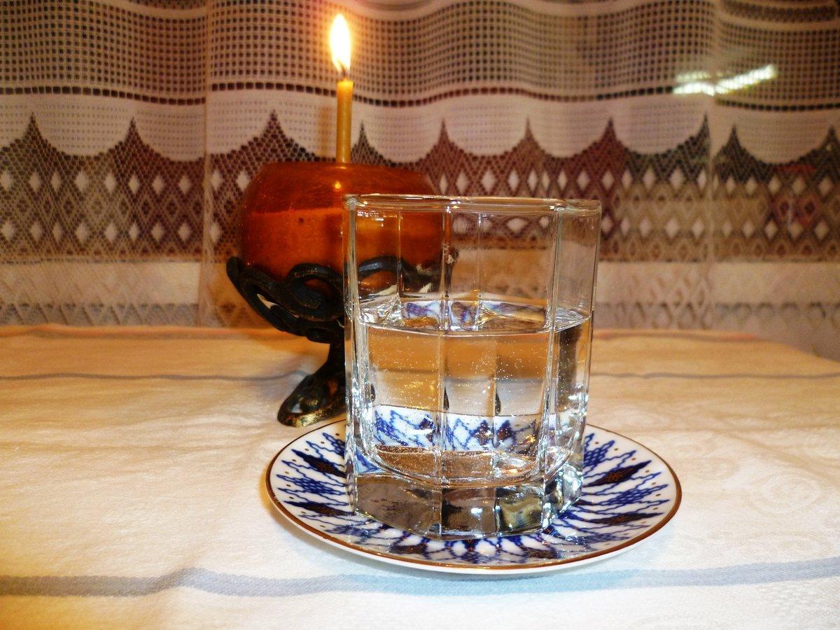 Снятие порчи с помощью воды и хрусталя