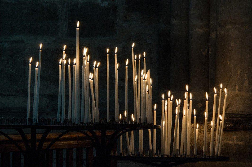 Бесовский приворот с церковной свечой