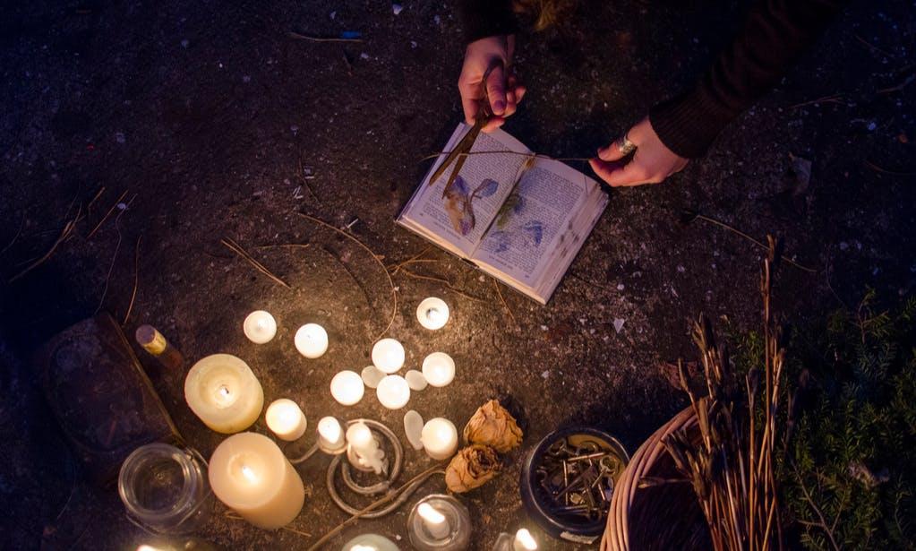 Кладбищенские ритуалы являются одними из самых сильных