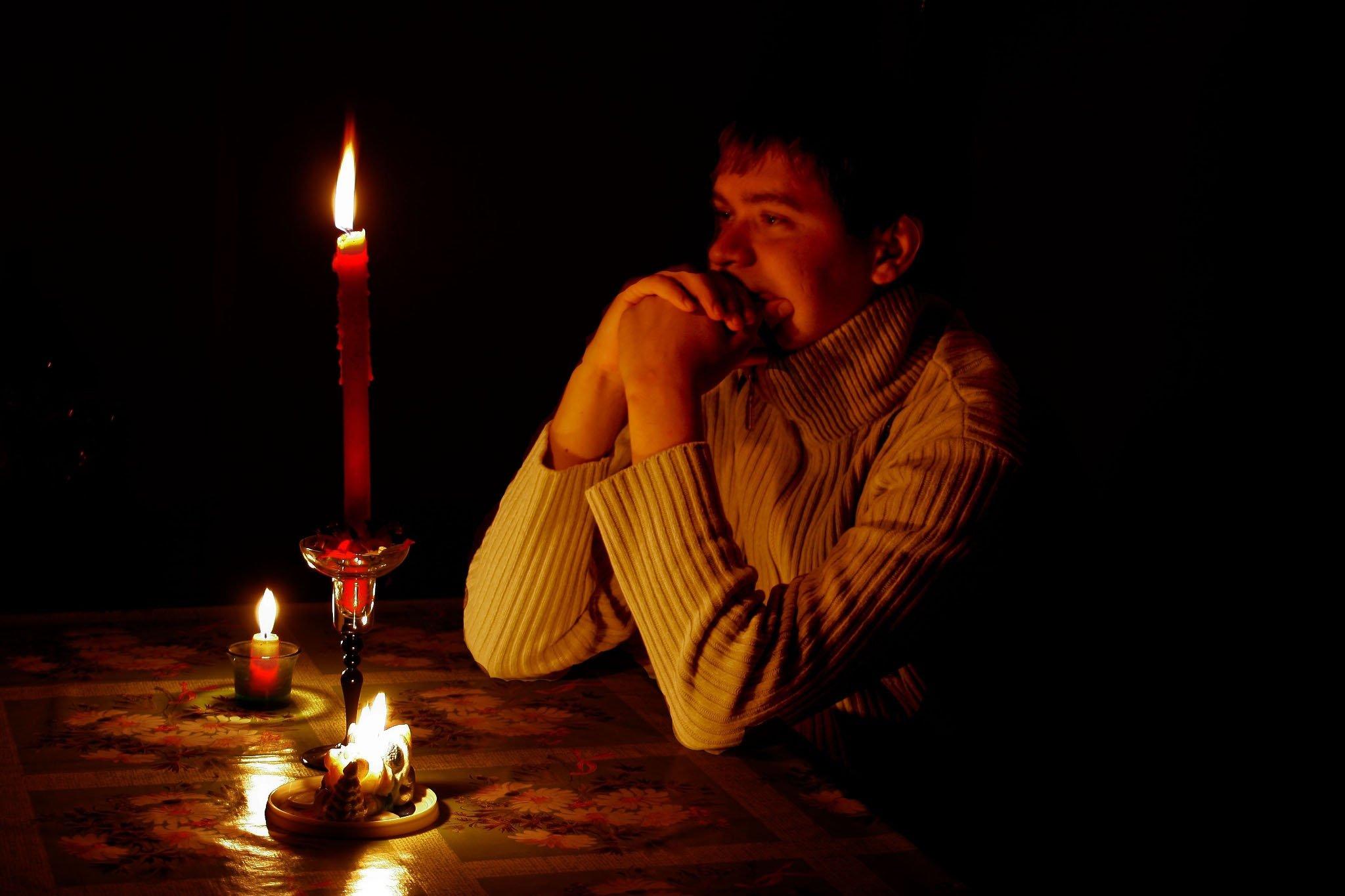 Приворот на девушку со свечами