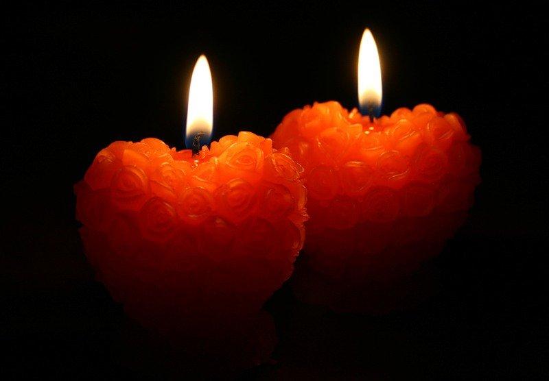 Приворот по имени со свечами