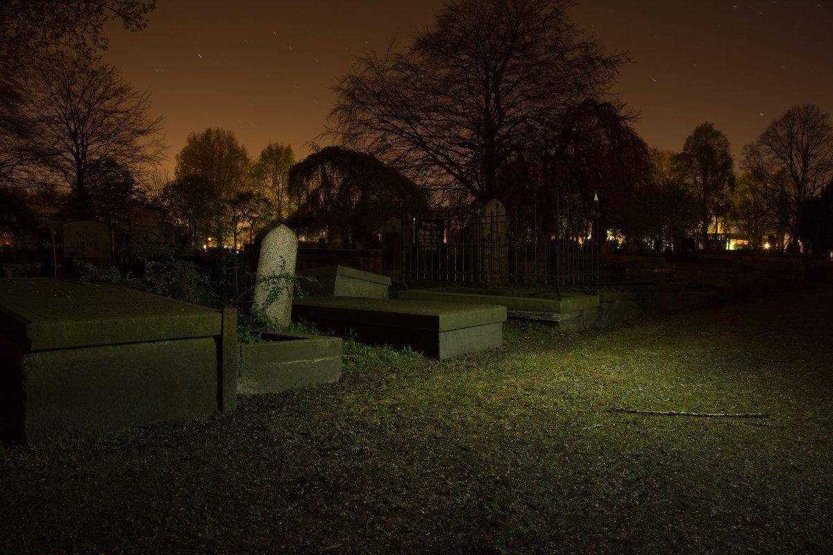Приворот на кладбище в новолуние