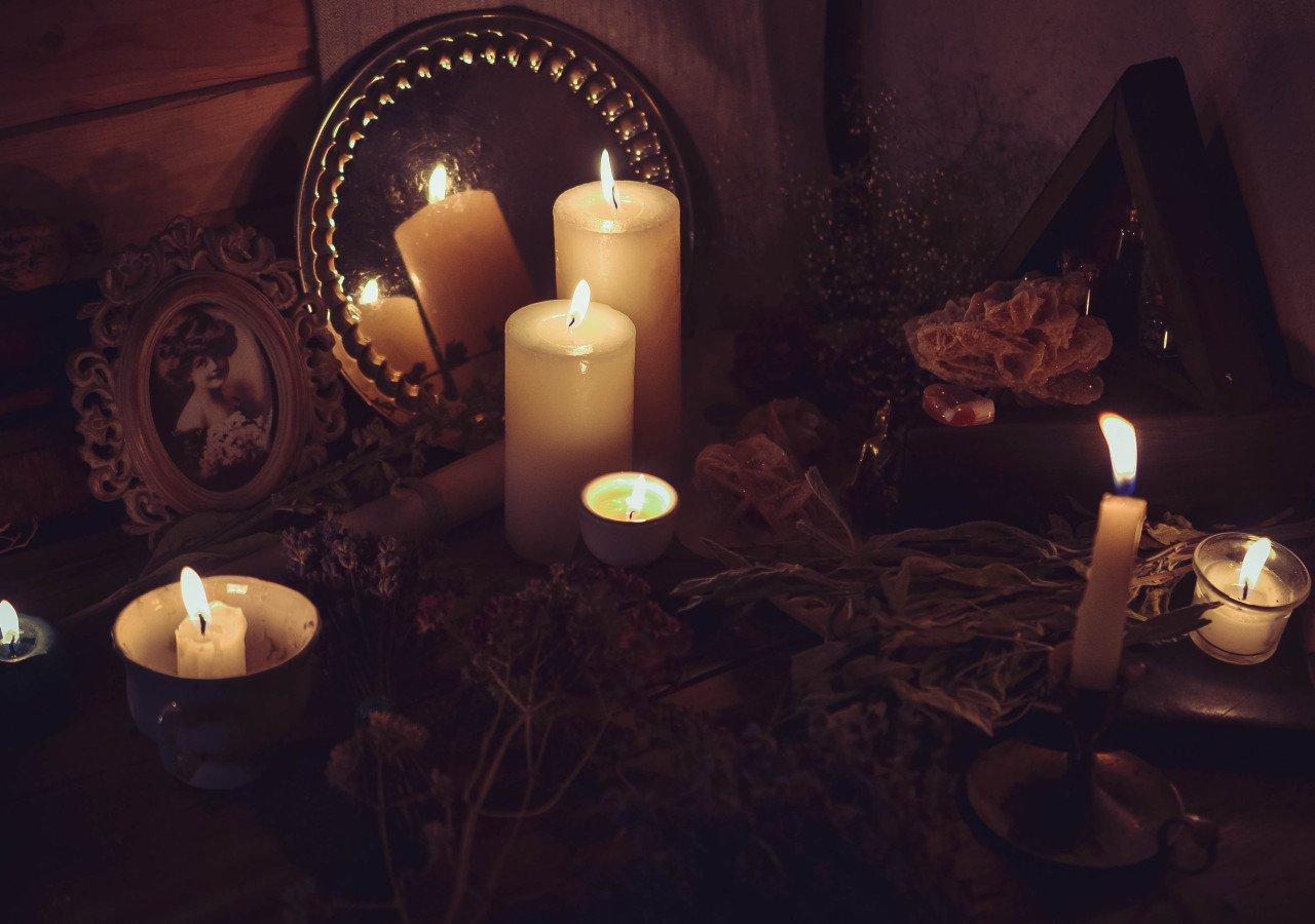 Приворот со свечой и зеркалом на сон