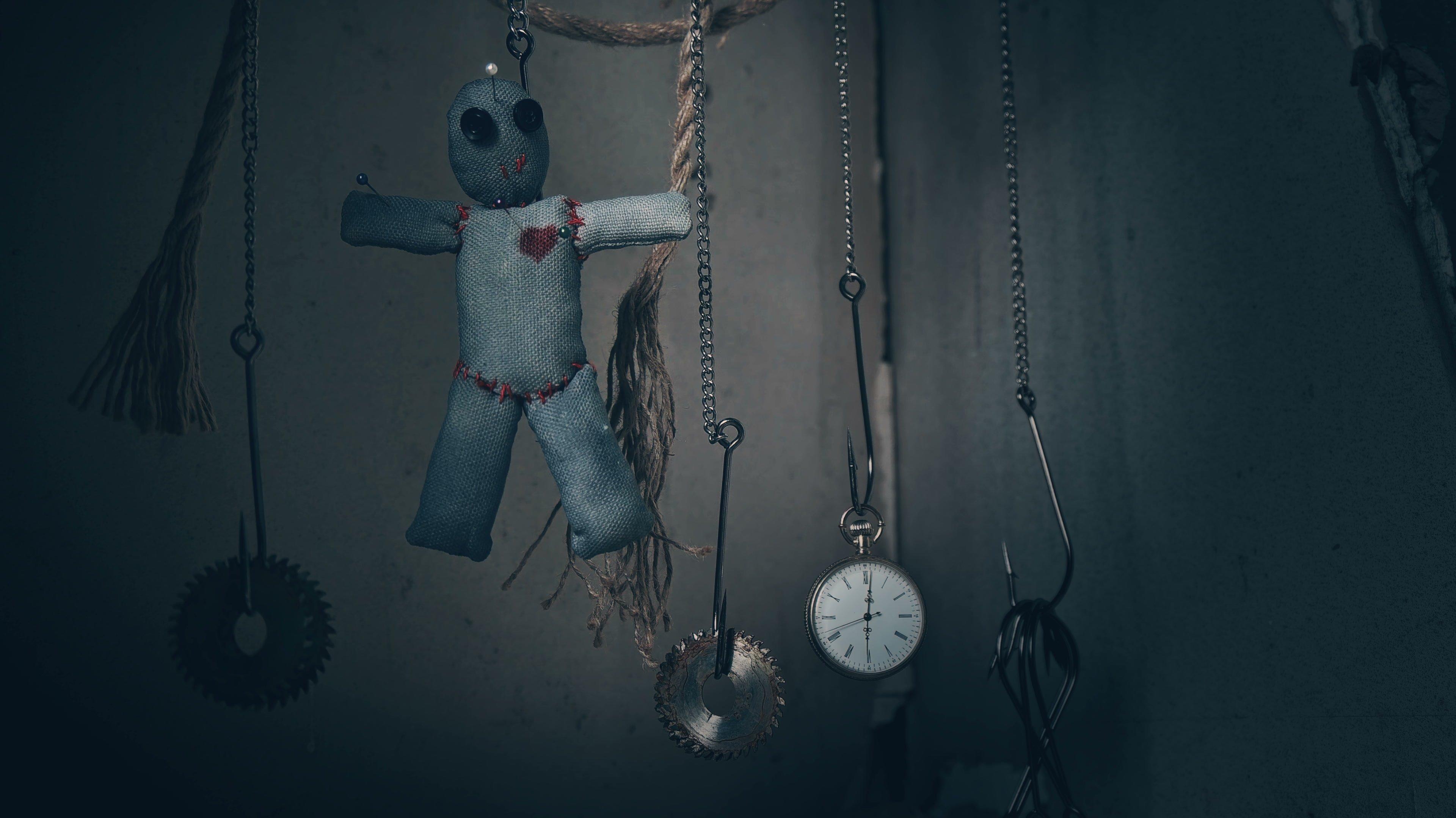 Приворот с иглой и куклой Вуду