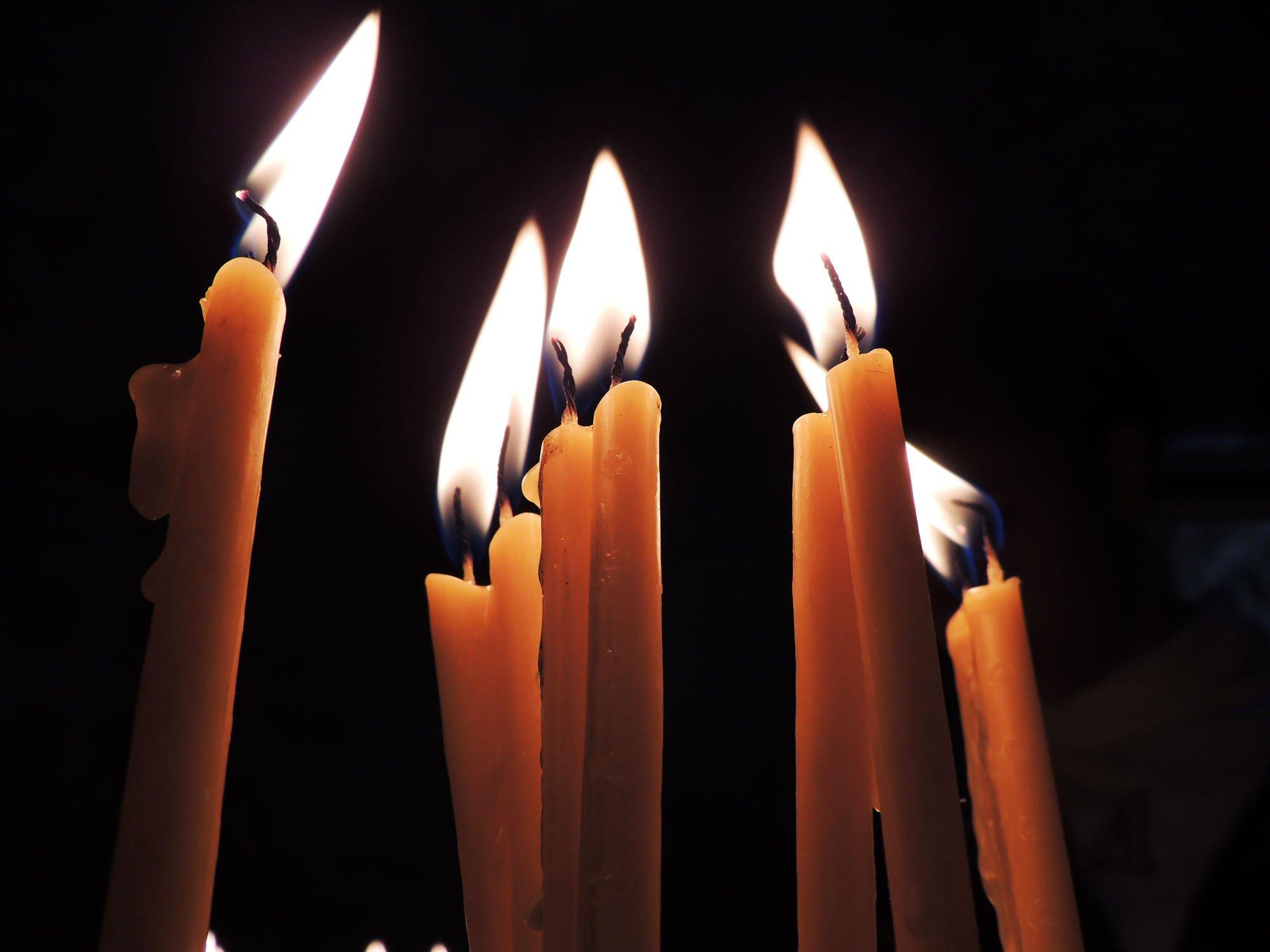 Заговор на привлечение больших денег с помощью свечей