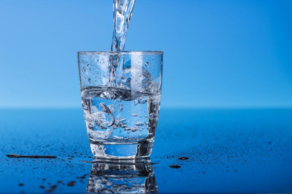 Простой ритуал на деньги с помощью воды