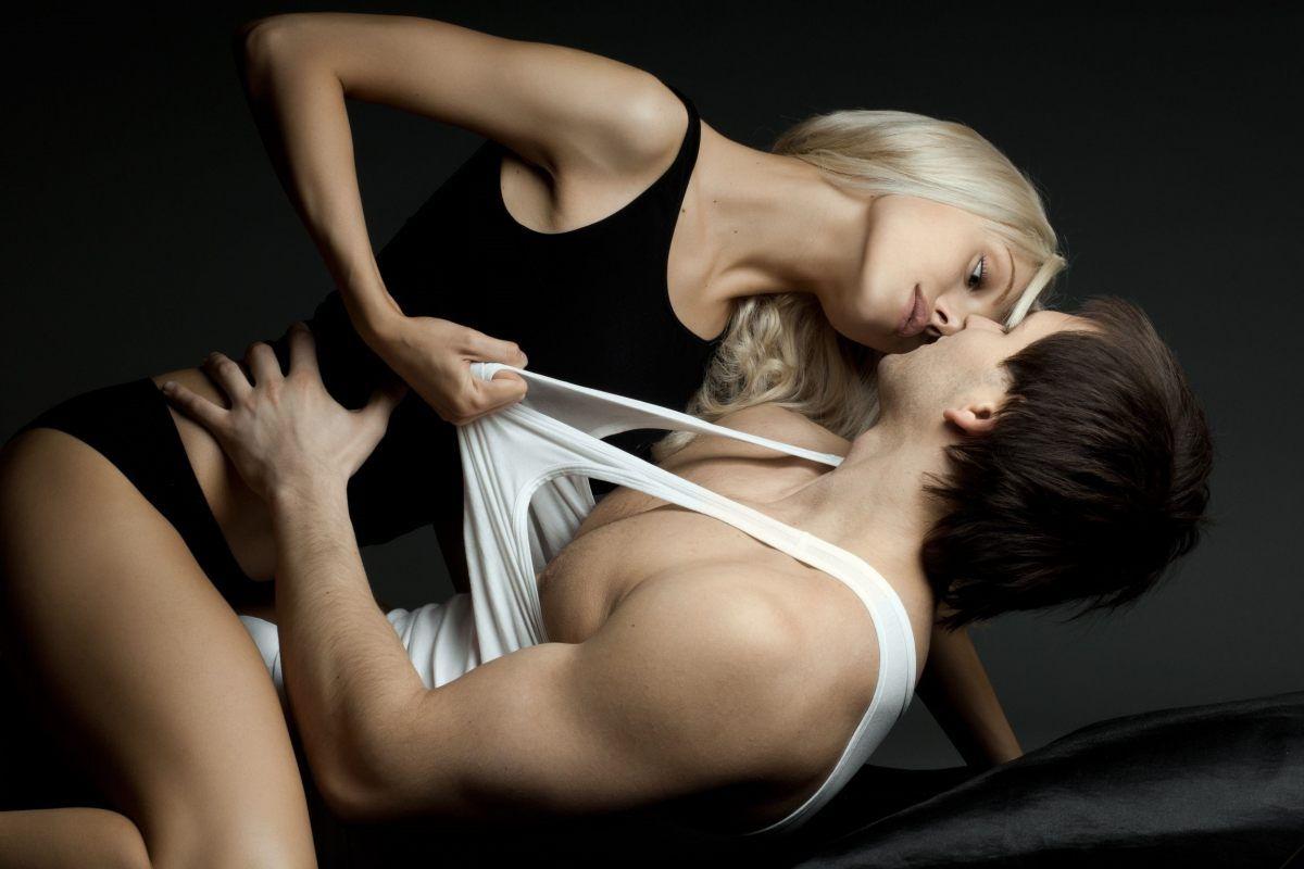 Совместимость Тельца и Водолея в сексе